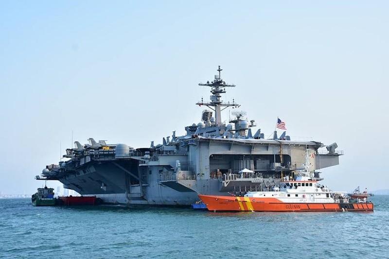 Ngày mai, tàu sân bay USS Carl Vinson tạm biệt Đà Nẵng - ảnh 1