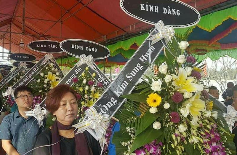 Người Hàn Quốc cúi đầu tạ lỗi vụ thảm sát Hà My - ảnh 1