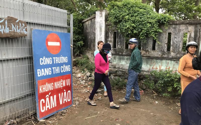 Đà Nẵng: Dân Nam Ô vây công trình đòi lại bãi biển - ảnh 2