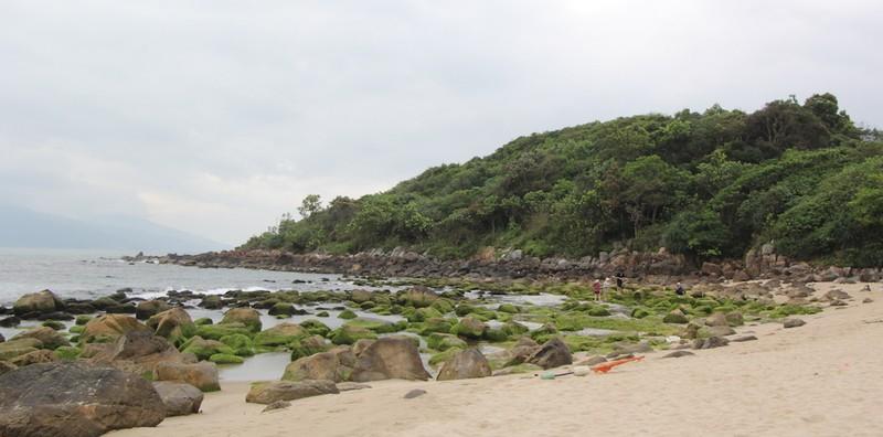 Đà Nẵng: Dân Nam Ô vây công trình đòi lại bãi biển - ảnh 1