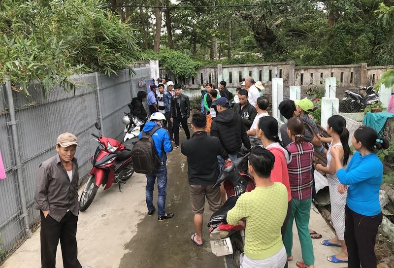 Đà Nẵng: Dân Nam Ô vây công trình đòi lại bãi biển - ảnh 3
