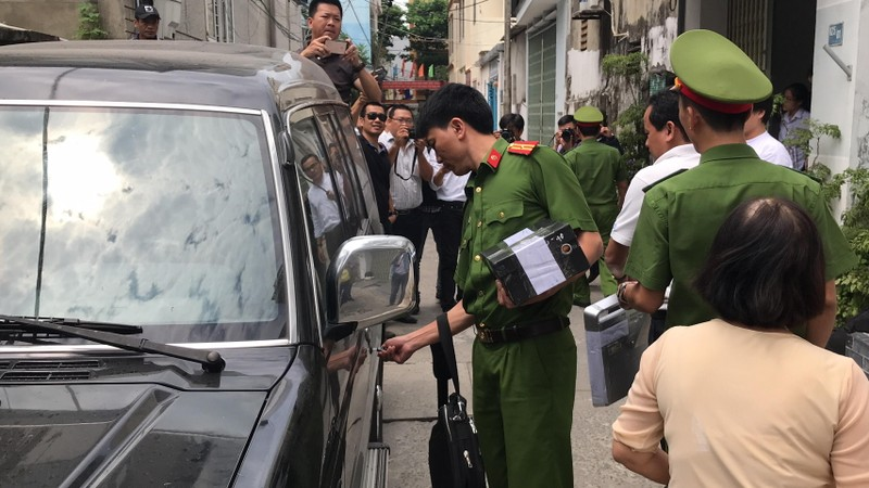 Công an khám xét nhà ông Văn Hữu Chiến, Trần Văn Minh - ảnh 4