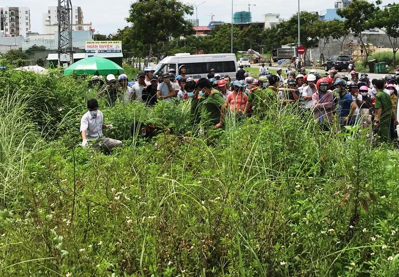 Thi thể 1 nam thanh niên đang phân hủy trong bụi cỏ - ảnh 3
