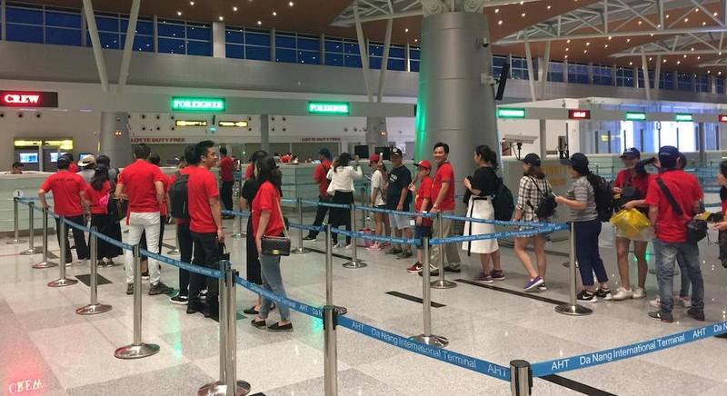 Thuê nguyên máy bay chở CĐV đến Indonesia cổ vũ cho Olympic VN - ảnh 5