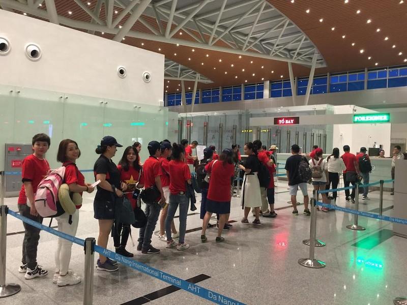 Thuê nguyên máy bay chở CĐV đến Indonesia cổ vũ cho Olympic VN - ảnh 4