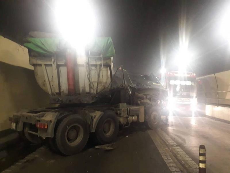 2 xe tải tông trong hầm Hải Vân làm 3 người bị thương - ảnh 2