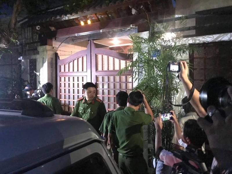 Khám xét nhà riêng cựu chánh văn phòng Thành ủy Đà Nẵng  - ảnh 1