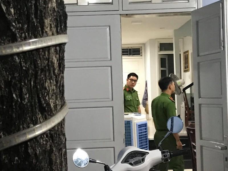 Khám xét nhà riêng cựu chánh văn phòng Thành ủy Đà Nẵng  - ảnh 2