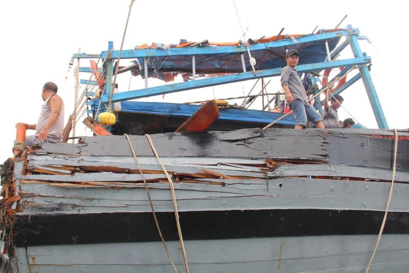 'Sau khi tông, tàu lạ đẩy chúng tôi đi cả km' - ảnh 3