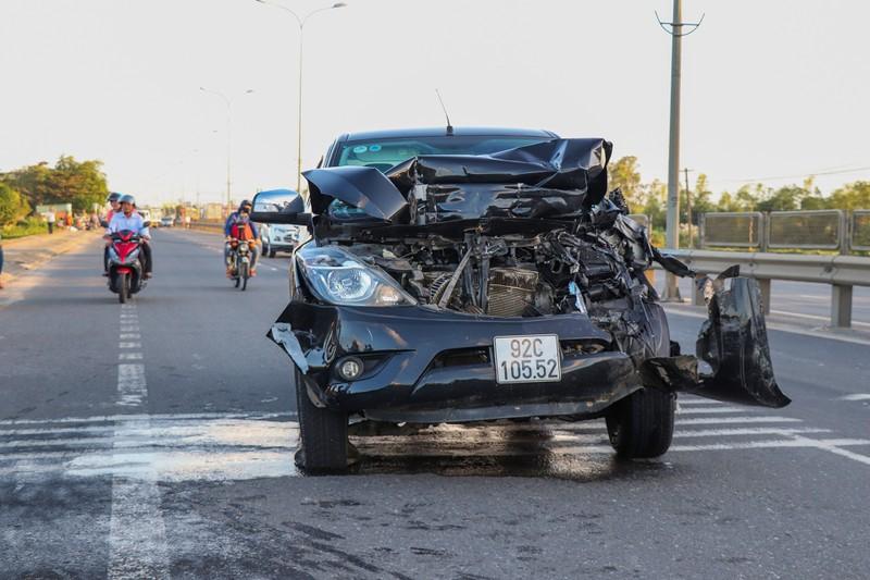Hàng loạt xe đâm nhau liên hoàn, tài xế rơi ra ngoài tử vong  - ảnh 1