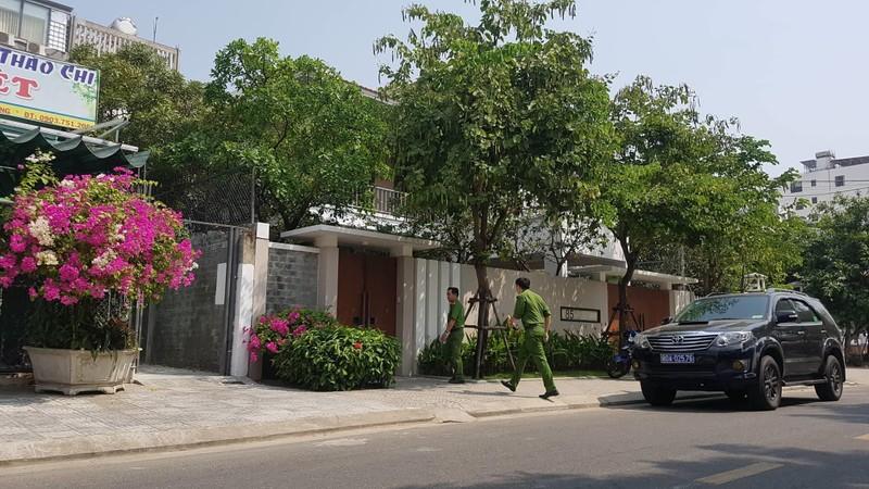 Xe công an ghé nhà cựu Phó chủ tịch UBND TP Đà Nẵng  - ảnh 3