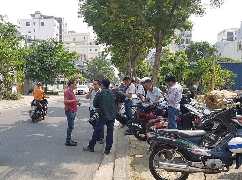 Xe công an ghé nhà cựu Phó chủ tịch UBND TP Đà Nẵng  - ảnh 7