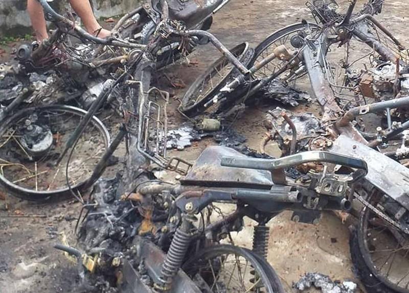Chập điện xe máy gây cháy nhà - ảnh 1