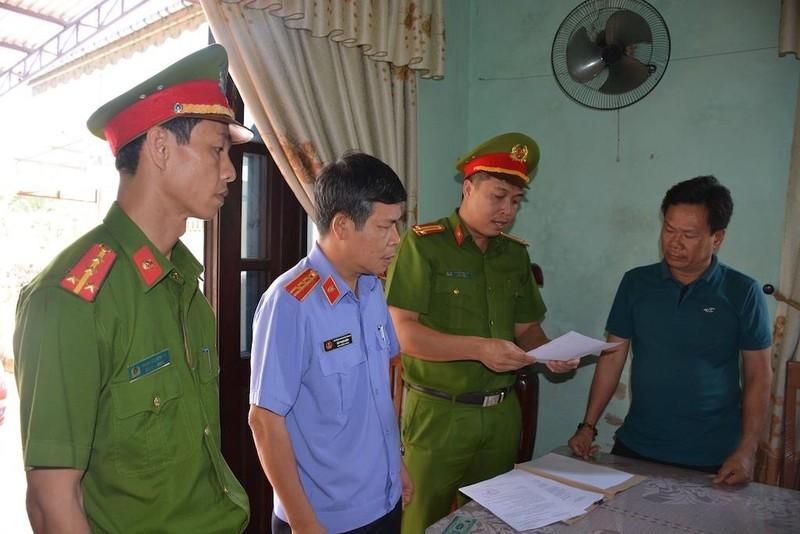 Bắt 3 cựu cán bộ thị xã Điện Bàn, Quảng Nam - ảnh 1