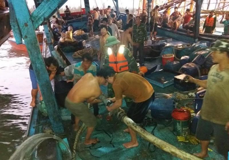 51 thuyền viên gặp nạn trên biển - ảnh 1