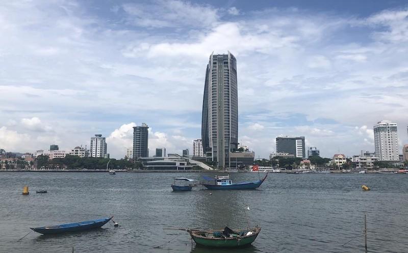 Cấm dùng tàu đánh cá chở khách xem pháo hoa trên sông Hàn - ảnh 1