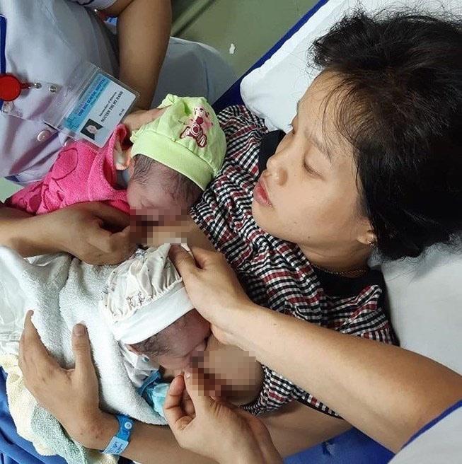 Quảng Nam: Hy hữu mẹ mang thai đôi sinh ở toilet - ảnh 1