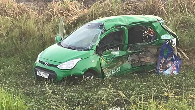 Tàu hoả đâm taxi làm 5 người thương vong tại Quảng Ngãi - ảnh 2