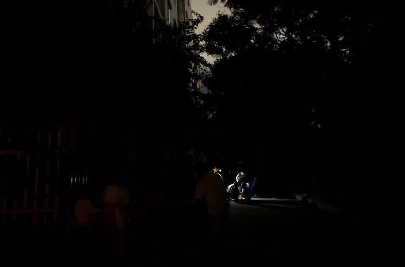Dân Đà Nẵng nháo nhào trong đêm vì cúp điện-nước - ảnh 2