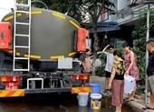 Huy động cả xe quân đội tới cứu khát cho dân Đà Nẵng - ảnh 1