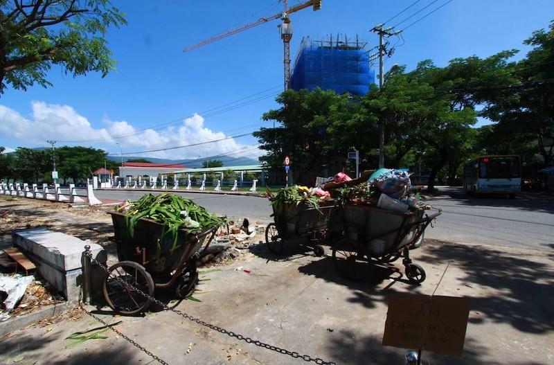 Đà Nẵng: Rác chất đống trong phố vì bất cập đủ đường - ảnh 2