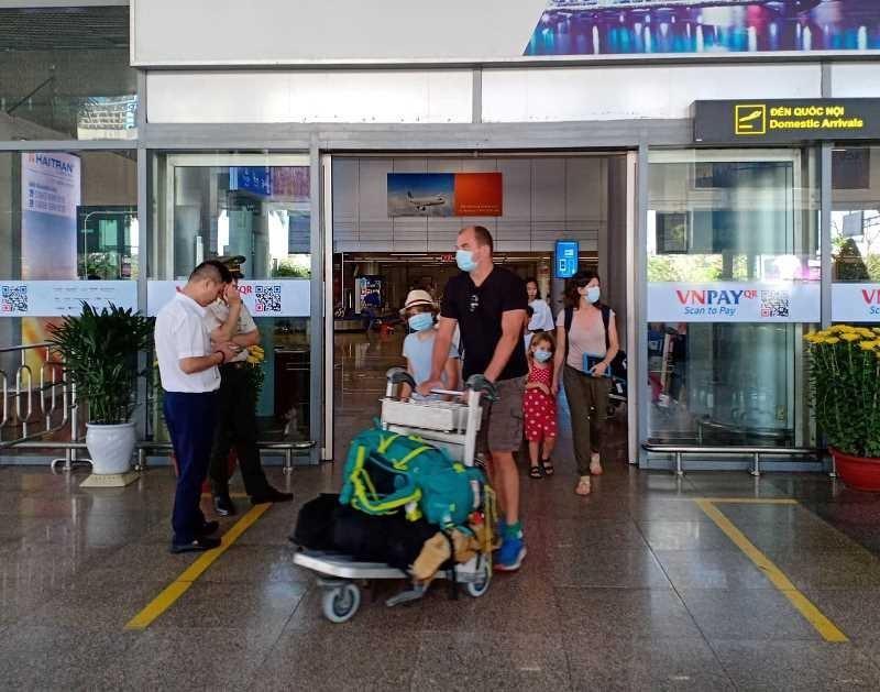 218 du khách từ Vũ Hán đã rời Đà Nẵng tới Nha Trang - ảnh 1