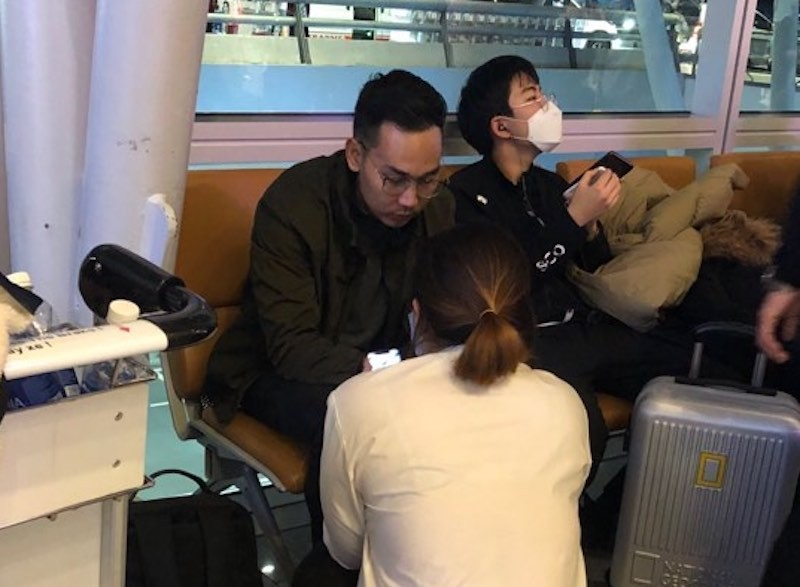 Trợ giúp một thanh niên người Mỹ ở sân bay Đà Nẵng - ảnh 1