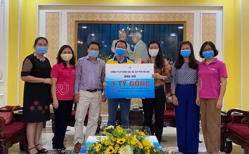 PNJ ủng hộ 3 tỉ đồng chống dịch COVID-19 và nhiễm mặn - ảnh 1