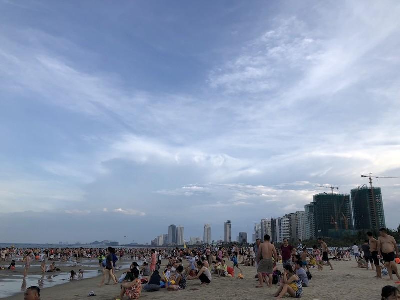 Đà Nẵng được phép tắm biển, đón khách lưu trú từ 23-4 - ảnh 1