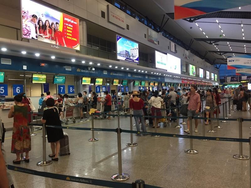 Khách không thể rời Đà Nẵng vì sự cố tại Tân Sơn Nhất - ảnh 1
