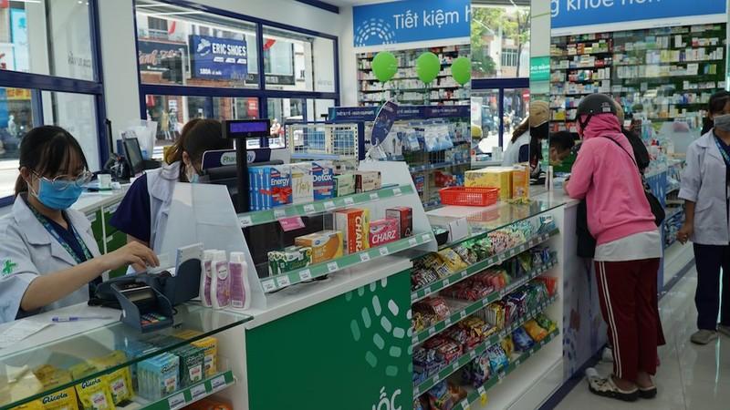 Người dân Đà Nẵng mua khẩu trang sau ca nghi nhiễm COVID-19 - ảnh 2