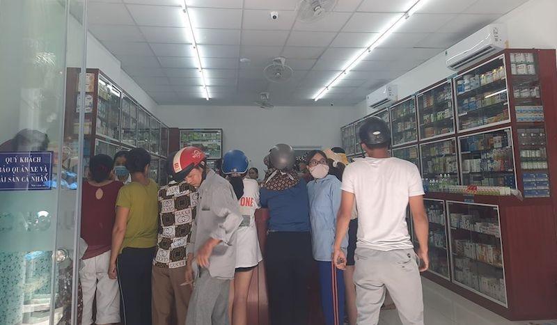 Người dân Đà Nẵng mua khẩu trang sau ca nghi nhiễm COVID-19 - ảnh 3