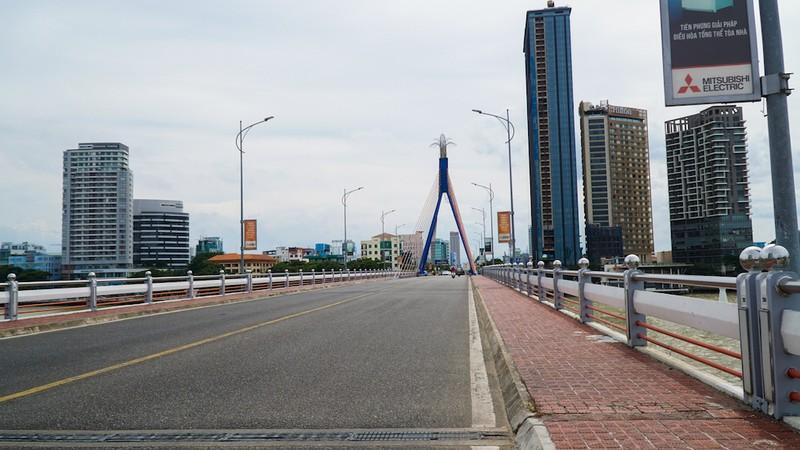 Đà Nẵng đường phố vắng ngắt, người dân hạn chế đi lại tối đa - ảnh 8