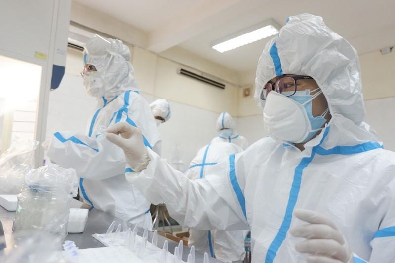 Bên trong trung tâm xét nghiệm COVID-19 lớn nhất Đà Nẵng - ảnh 3