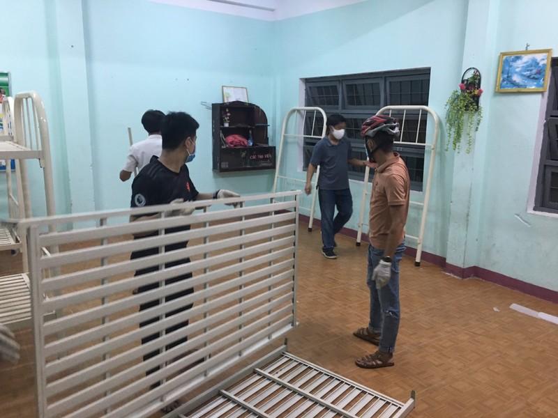Đà Nẵng: Trắng đêm xây dựng khu cách ly tại trường học - ảnh 3