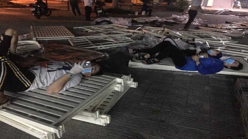 Đà Nẵng: Trắng đêm xây dựng khu cách ly tại trường học - ảnh 5