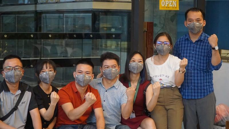 Các bác sĩ đi xe từ Nghệ An vào 'chi viện' cho Đà Nẵng - ảnh 1
