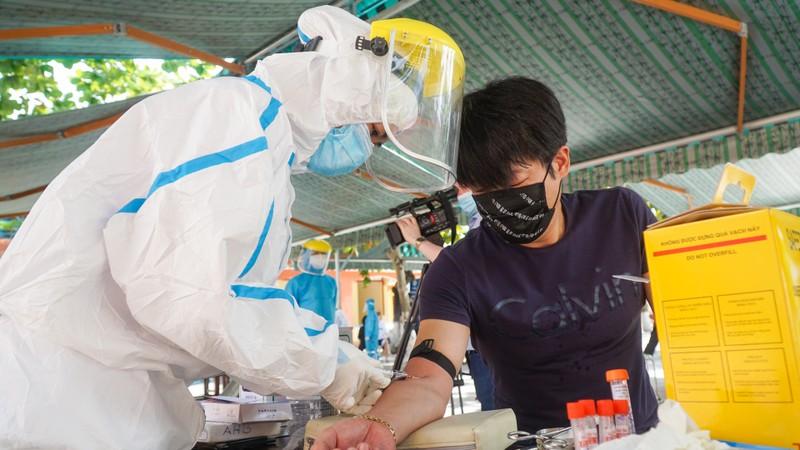 Người nước ngoài ở Đà Nẵng hạnh phúc đi lấy mẫu xét nghiệm - ảnh 4