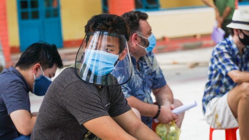 Người nước ngoài ở Đà Nẵng hạnh phúc đi lấy mẫu xét nghiệm - ảnh 9