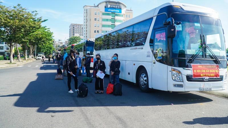 Hơn 700 người dân Quảng Ngãi rời 'tâm dịch Đà Nẵng' về quê - ảnh 1