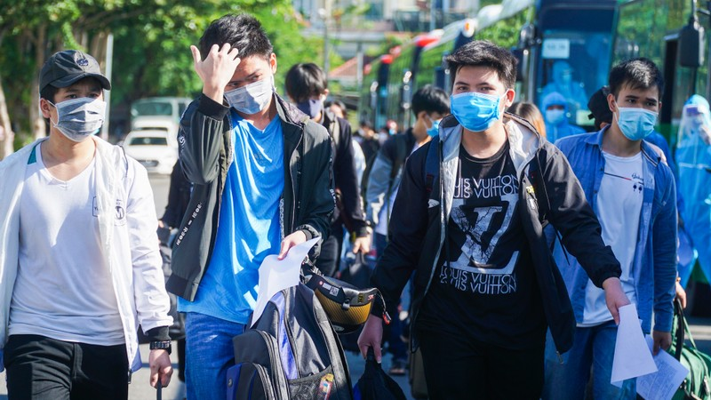Hơn 700 người dân Quảng Ngãi rời 'tâm dịch Đà Nẵng' về quê - ảnh 2