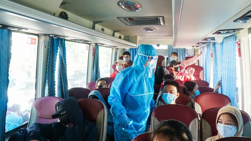Hơn 700 người dân Quảng Ngãi rời 'tâm dịch Đà Nẵng' về quê - ảnh 5