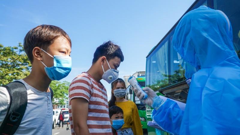 Hơn 700 người dân Quảng Ngãi rời 'tâm dịch Đà Nẵng' về quê - ảnh 6