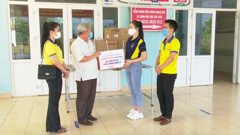 PNJ tặng thiết bị y tế cho các bệnh viện Quảng Nam, Quảng Trị - ảnh 1