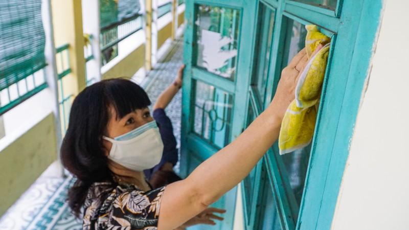 Đà Nẵng: Thầy cô quét sân, dọn phòng đón học sinh quay lại lớp - ảnh 4