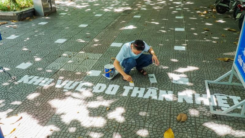 Đà Nẵng: Thầy cô quét sân, dọn phòng đón học sinh quay lại lớp - ảnh 6