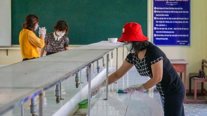 Đà Nẵng: Thầy cô quét sân, dọn phòng đón học sinh quay lại lớp - ảnh 7