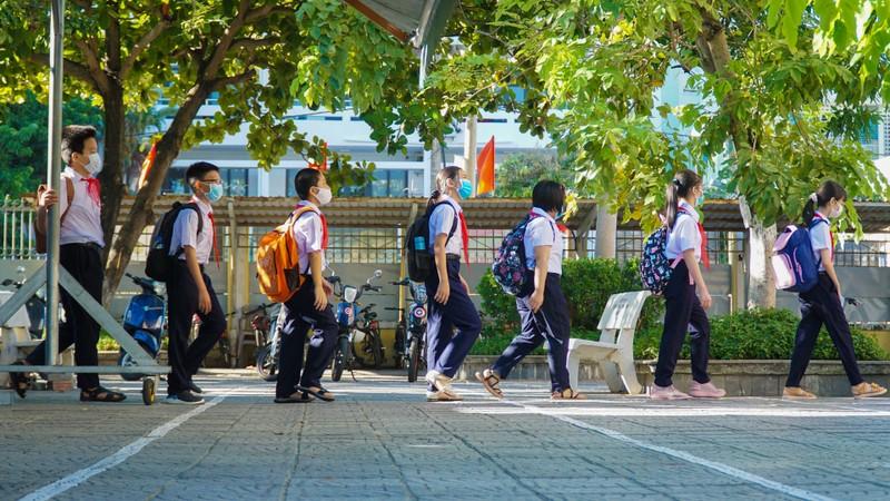 Đà Nẵng: Học sinh hào hứng trong ngày đầu tiên trở lại trường - ảnh 1