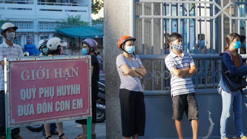 Đà Nẵng: Học sinh hào hứng trong ngày đầu tiên trở lại trường - ảnh 2