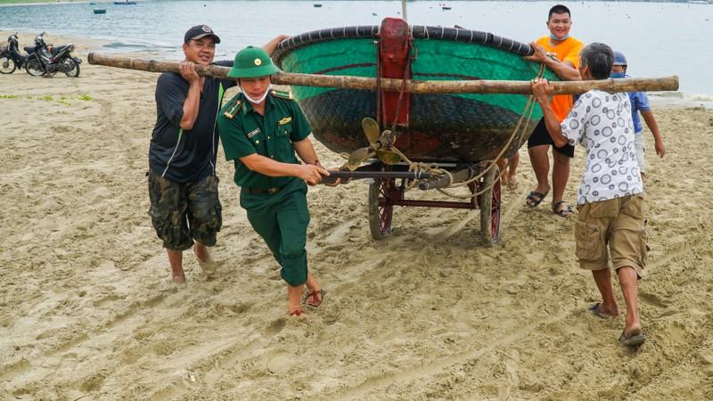 Đà Nẵng khẩn trương chống bão số 5 đang đến - ảnh 8